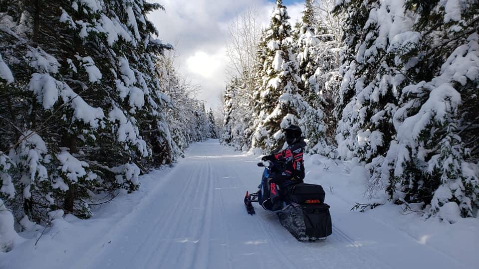 Le Moose Valley Sporting Lodge - Un endroit où le motoneigiste est le bienvenu