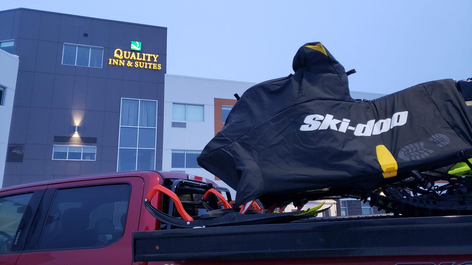 Le Quality Inn & Suites Mont-Joli – Un emplacement stratégique pour les motoneigistes